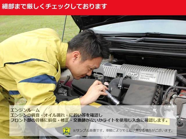 エンジンの異音やオイル漏れ等を確認し、損傷・修正・交換跡がないかを入念に確認します。