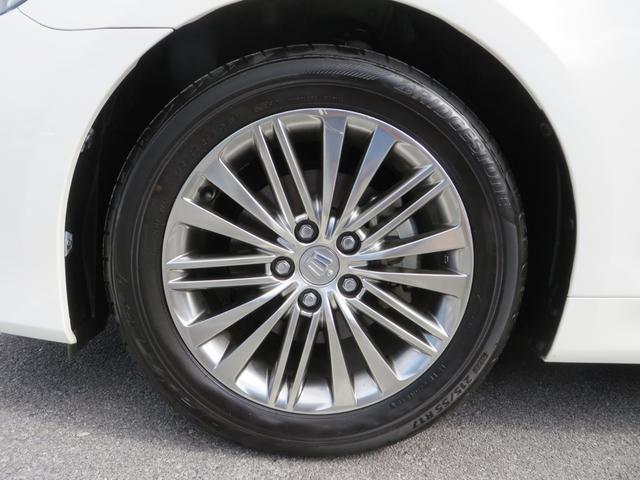フロント・17インチアルミホイールはガリキズ凸凹ほとんどなくキレイです!タイヤもバリ山です。