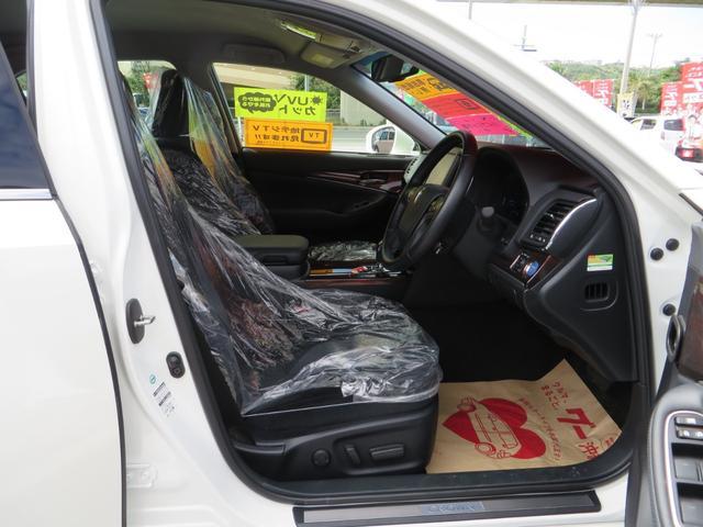 運転席より、パワーシート調整付き