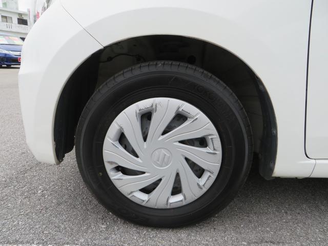 フロント:純正13インチホイールにヨコハマ・エコスの低燃費タイヤ付き、タイヤは4本ともにまだ新しくバリ山です。