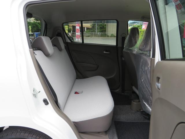 運転席後ろ、リアシートです、全席抗菌・消臭クリーニング仕上げ。