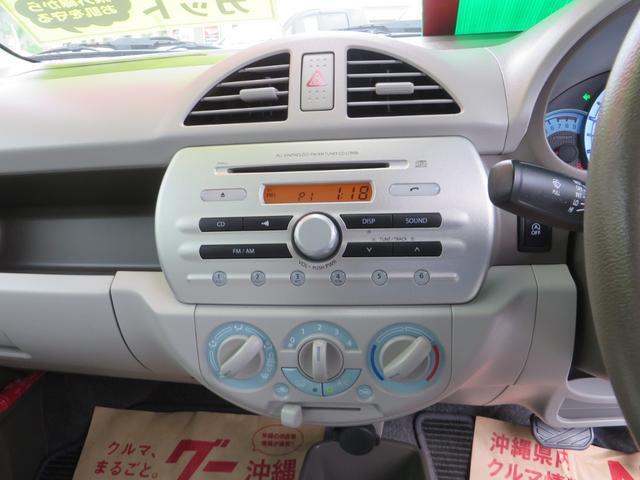センターパネル、純正CD&AMFMラジオ、年齢問わずだれにでもわかりやすい操作が魅力です。