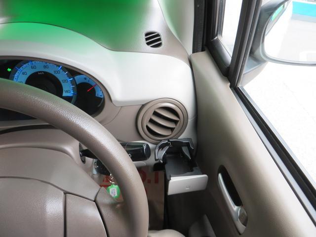 良く使う運転席ドリンクホルダーの位置が優秀です。