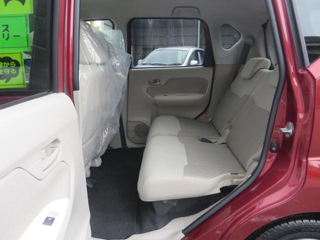 助手席後ろ、リアシートより、シートは前後スライド&リクライニング&フルフラット化で荷室モードにもできます、全席抗菌・消臭クリーニング仕上げ。