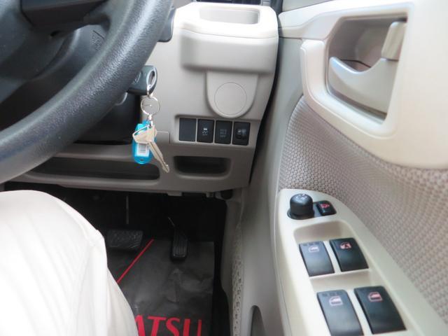 運転席右側より、横滑り防止、ヘッドライト光軸調整、Ecoアイドル・アイドリングストップON・OFFスイッチ、他。