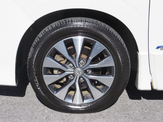 フロント:純正16インチアルミホイールは4本ともにガリキズ凸凹ほとんどなく美品です、タイヤもバリ山でばっちり。