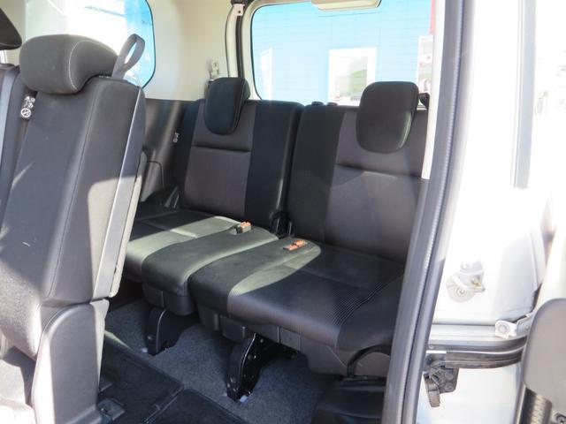 助手席側より、3列目シート、全席抗菌・消臭クリーニング仕上げ。