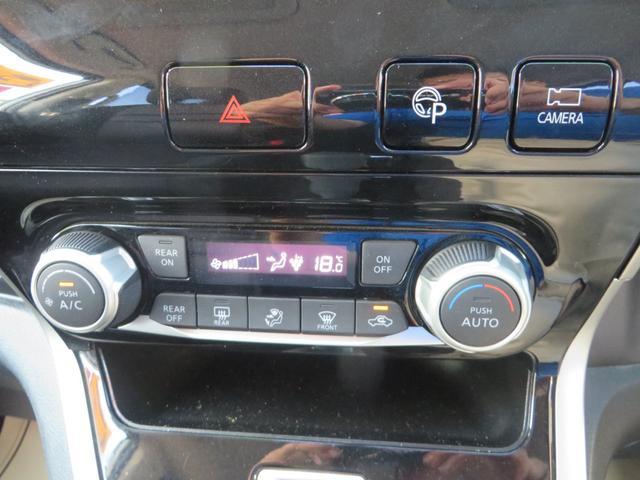 ナビ下には、操作性、見た目もGOOD!なオートエアコン搭載、上のボタンはアラウンドビューモニターのパーキングアシストです。