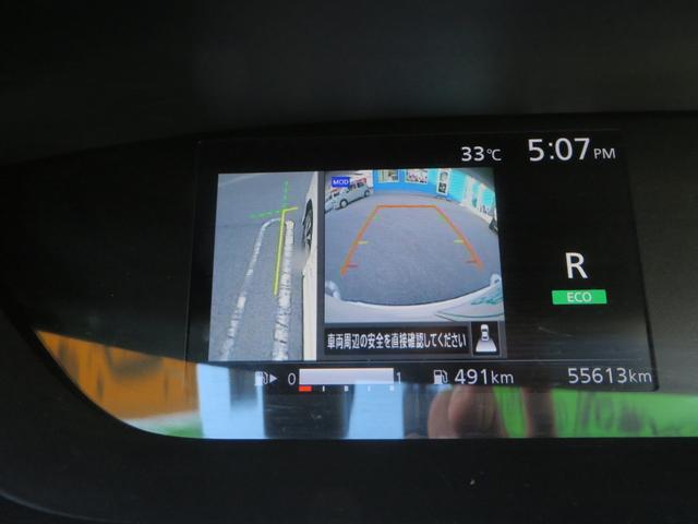 センターメーターは多機能!エンジン回転数に、バック・後退時には、アラウンドビューモニター(全方位カメラ画像)に切り替わり、後退時アシストします、その他ハイブリッド各種ディスプレーモニターになります。