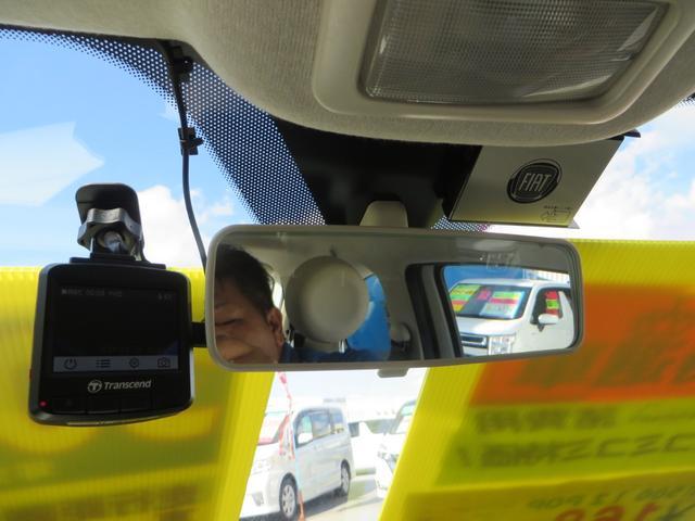 ルームミラー裏にはドライブレコーダーと、純正ロゴ入りETC付き
