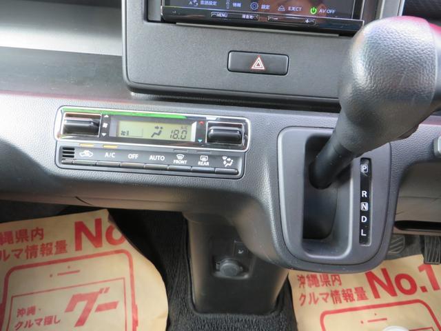 ナビ下には、操作性・見た目もGOOD!なオートエアコン、ハンドルの位置に近く便利なインパネA/Tです。