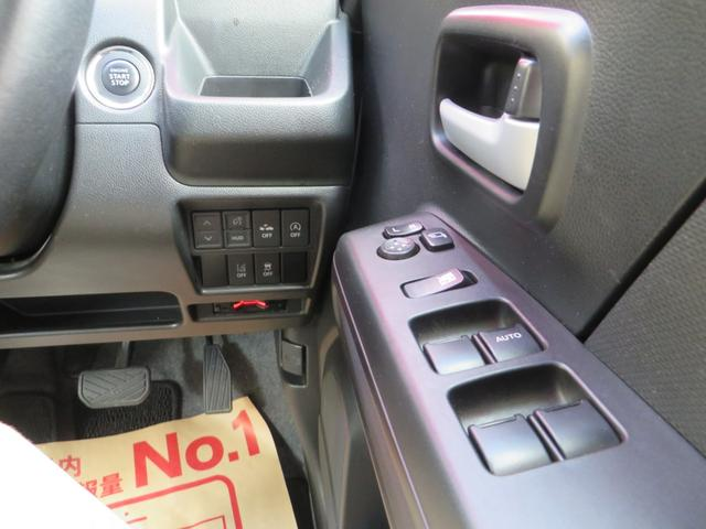 運転席右側より、レーダーブレーキサポート搭載、車線離脱警報、衝突回避軽減システム、誤発進抑制装置、横滑り防止、その他各種スイッチ類。