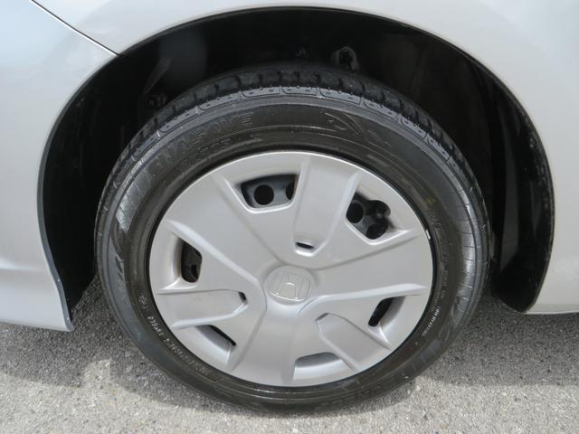フロント:純正15インチホイールに新品タイヤ4本交換します。