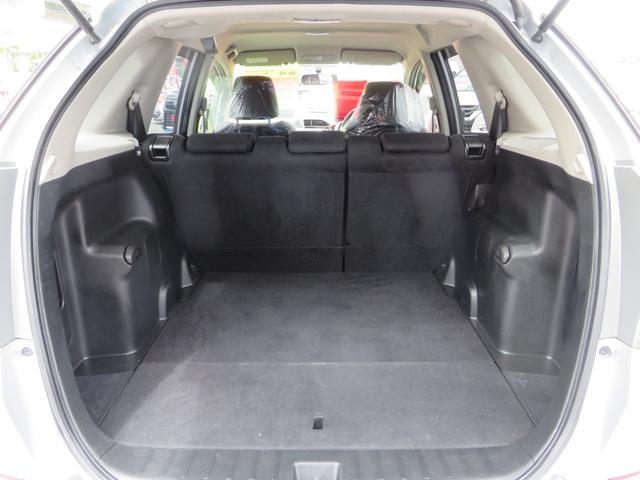 リアゲートOPEN! 広い荷室スペース! リアシートを前に倒せばさらに広い荷室空間を確保できます。