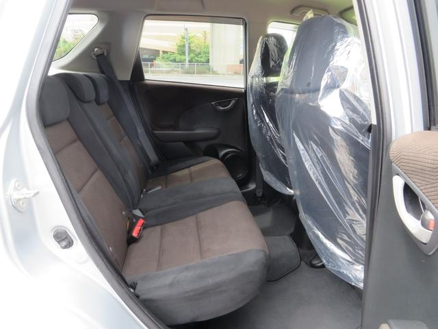 運転席側より、リアシート。