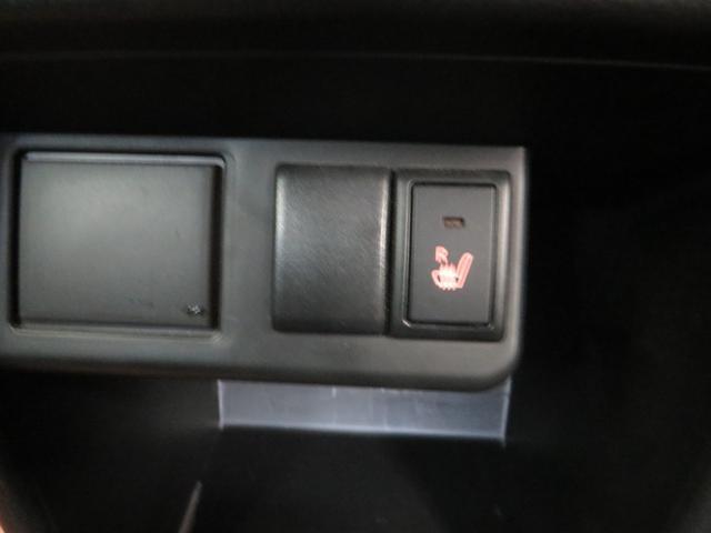 運転席シートヒーター付き、寒い冬場にうれしい装備。