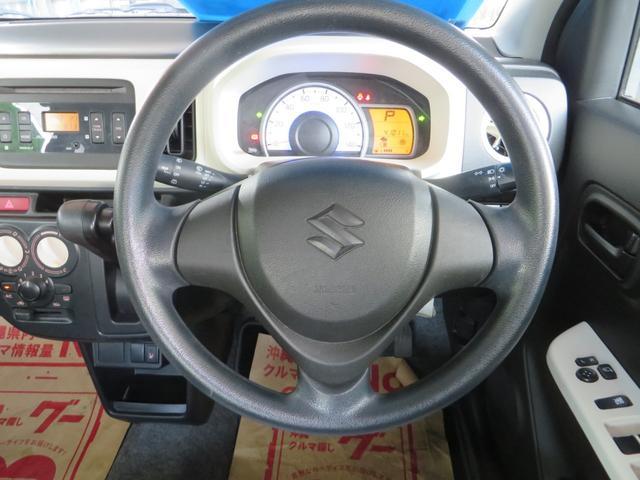 ステアリングまわり、メーターは低燃費運転時→グリーン、停車時・通常運転時→ブルーとイルミネーションカラーがかわり低燃費運転をイルミネーションでアシストしてくれます。