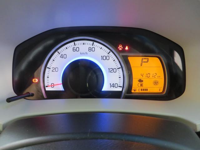 メーターは低燃費運転時→グリーン、停車時・通常運転時→ブルーとイルミネーションカラーがかわり低燃費運転をイルミネーションでアシストしてくれます。