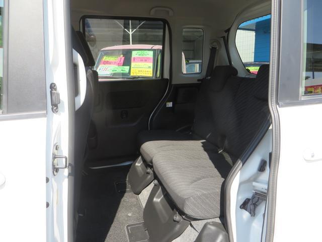 助手席後ろ、リア・パワースライドドアOPEN! シートは前後スライド&リクライニング&フルフラット化できます、全席抗菌・消臭クリーニング仕上げ。