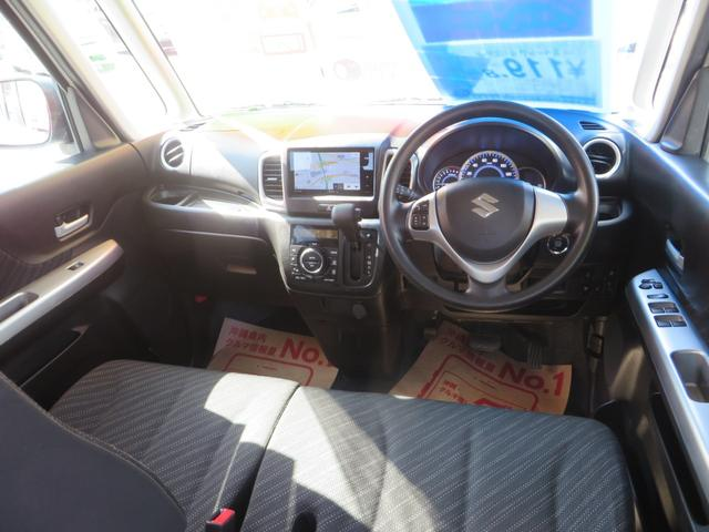 運転席ビュー、ベンチシートで広々キレイ!アームレスト付き、全方位カメラモニター&7インチワイドナビ・フルセグTV・ブルートゥース・デュアルレーダーブレーキサポート・ドライブレコーダー搭載。