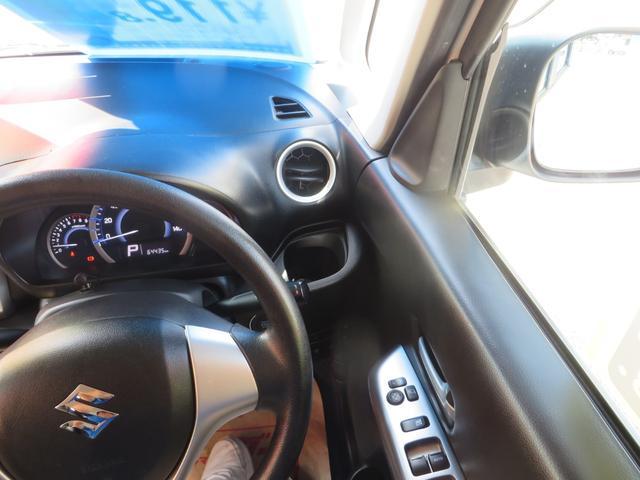 運転席右側より、よく使う運転席ドリンクホルダーの位置が優秀です。