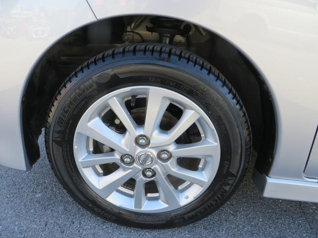 フロント:純正14インチアルミホイールはガリキズ凸凹ほとんどなく美品です、タイヤは4本ともにまだまだ新しいです。
