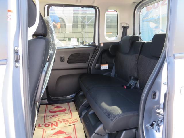 助手席後ろ、リアシートです、シートは前後スライド&リクライニング&フルフラット化できます、全席抗菌・消臭クリーニング仕上げ。