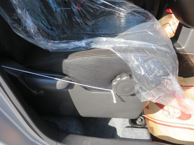 運転席より、座面の高さ調整できるシートリフター付き、ハンドルも上下調整できます。