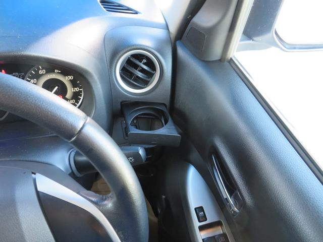 よく使う運転席ドリンクホルダーの位置が優秀です。