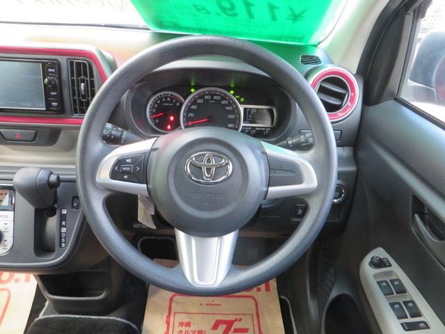 運転しながらオーディオ操作ができる、オーディオスイッチ付きステアリング。