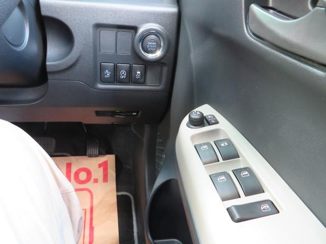 運転席右側より、エンジン・プッシュスタート、スマートキー×2、レーダーブレーキサポートの各種スイッチ、ビルトインETC、その他各種スイッチ類。