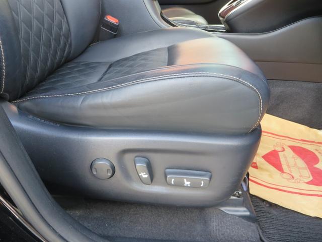 運転席シートより、電動パワーシート付きで便利。