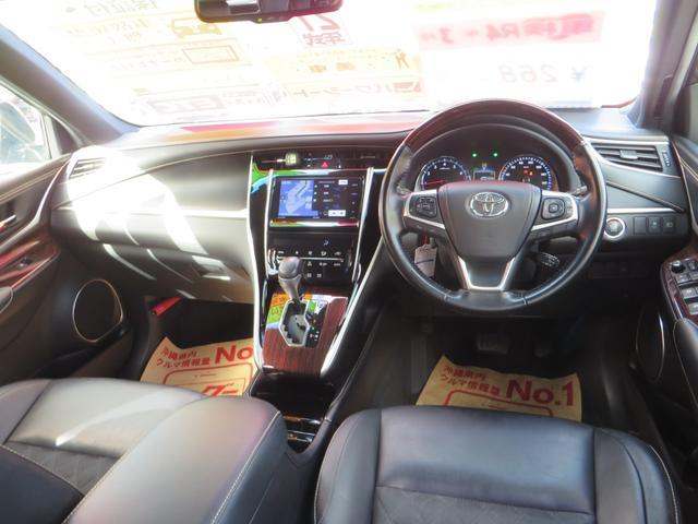 運転席ビュー、本革シート、7インチワイドナビTV付き、オートエアコン、本革ステアリング。