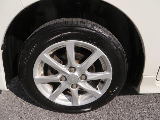 フロント:純正14インチアルミホイールはガリキズ凸凹少なく美品です、タイヤは4本ともにブリジストン・ネクストリーのバリ山タイヤです。