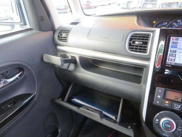 助手席より、便利な小物入れ、グローブボックス内。