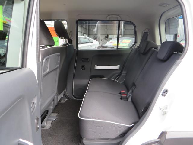 助手席後ろ、リアシート、広々キレイ! 全席抗菌・消臭クリーニング仕上げ。