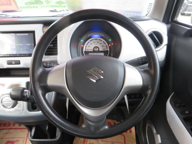 ステアリングまわり、メーターには低燃費運転時→グリーン、停車時・通常走行時→ブルーにイルミネーションでお知らせエコインジゲーター付き