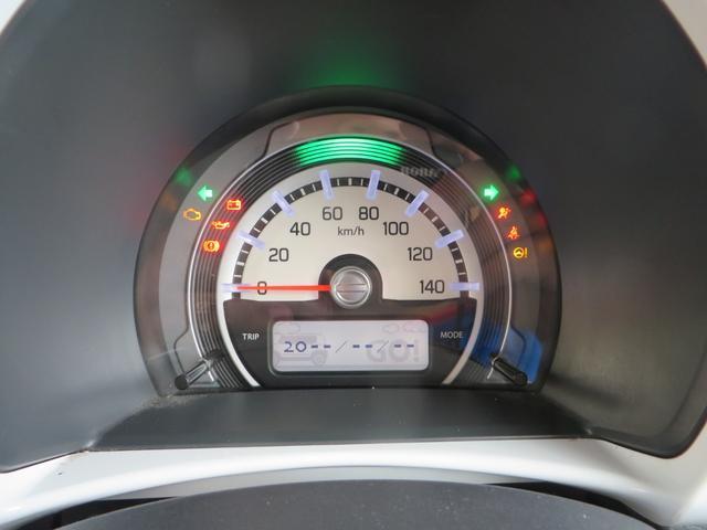 メーターには低燃費運転時→グリーン、停車時・通常走行時→ブルーにイルミネーションでお知らせエコインジゲーター付き