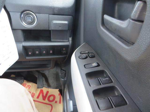 運転席右側より、エンジン・プッシュスタート、スマートキー×2、レーダーブレーキサポートの各種スイッチ類。