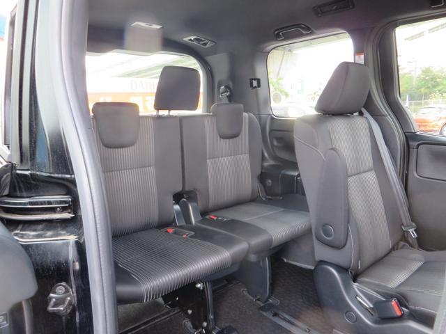 運転席側より、3列目シート。