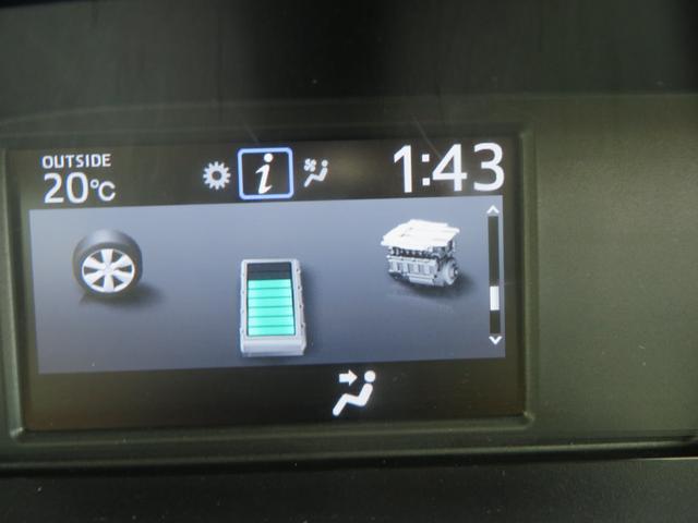 センターパネル、上から、インフォメーションディスプレー、ナビTV、オートダブルエアコン、インパネATシフト、ドリンクホルダー×2。