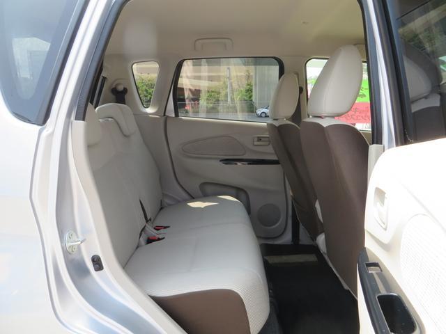 運転席後ろリアシート。