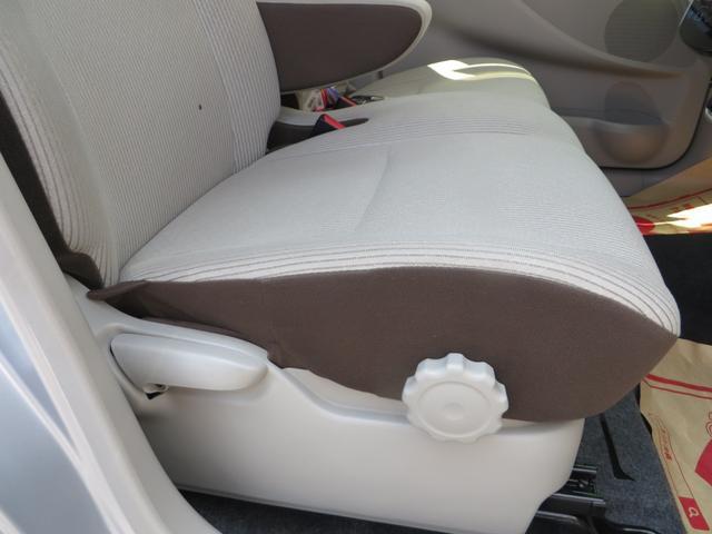 運転席シートより、座面の高さ調整できるシートリフター付きで便利。