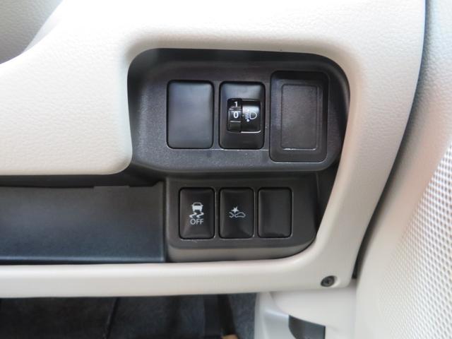運転席右側より、レーダーブレーキサポート、ヘッドライトレベライザー、横滑り防止、ETC、他各種スイッチ類。