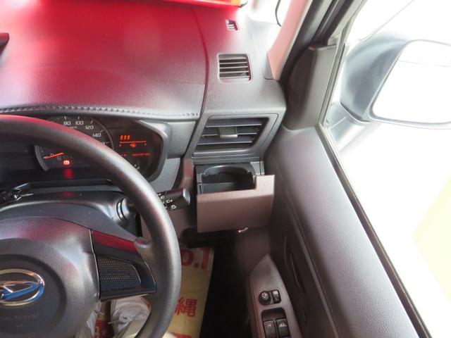 運転席側より、よく使うドリンクホルダーの位置が優秀です。