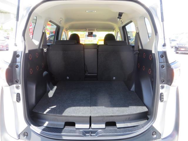 リアゲートOPEN!広い荷室スペース! 3列シートがないモデルでよく荷物を載せる機会が多い方にオススメなモデルです。