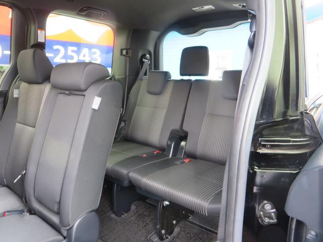 助手席側より3列目シート、3列目シートは上に跳ね上げ荷室モードにできます、全席抗菌・消臭クリーニング仕上げ。
