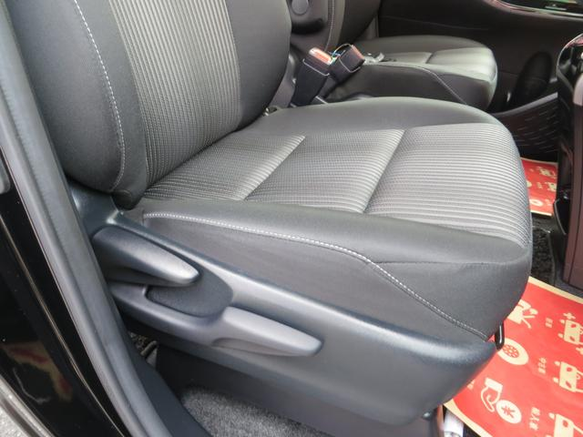 運転席シートより、座面の高さ調整できるシートリフター付き