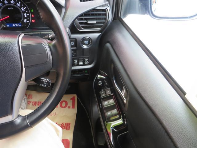 運転席右側より、両側パワースライドドア、斜線離脱警報、オートハイビーム、レーダーブレーキサポート各種スイッチ類。