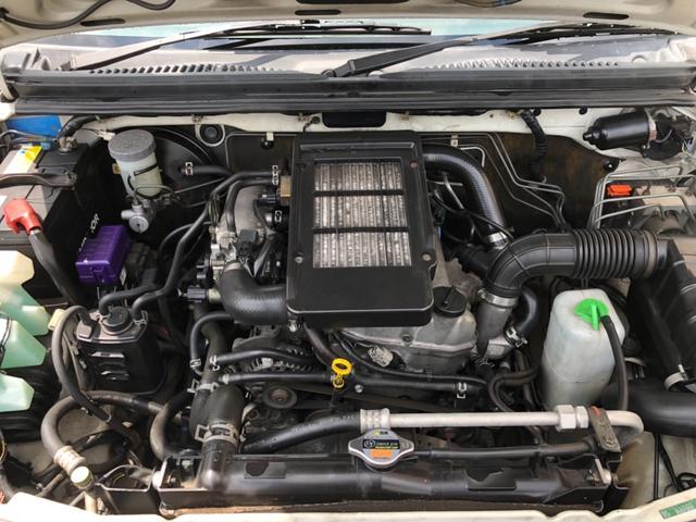見て下さい!綺麗にきっちり整備されたエンジンルーム!比嘉自動車は本土より厳選した良質な中古車のみを仕入れ販売しています!
